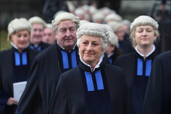 欧式法官黑白图片