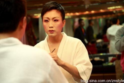 李玉刚为何能唱女声发音技巧属于什么唱法?李玉刚说话能用女声吗?