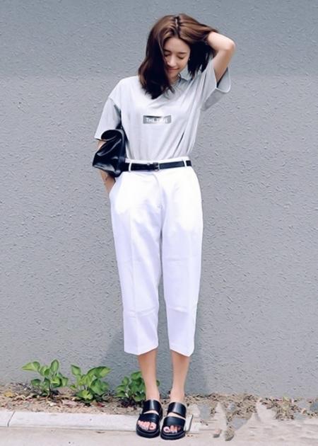 白衬衣配什么裤子女_女生白裤子配什么上衣亚博app官方下载 夏天白裤子这样搭配衣服才
