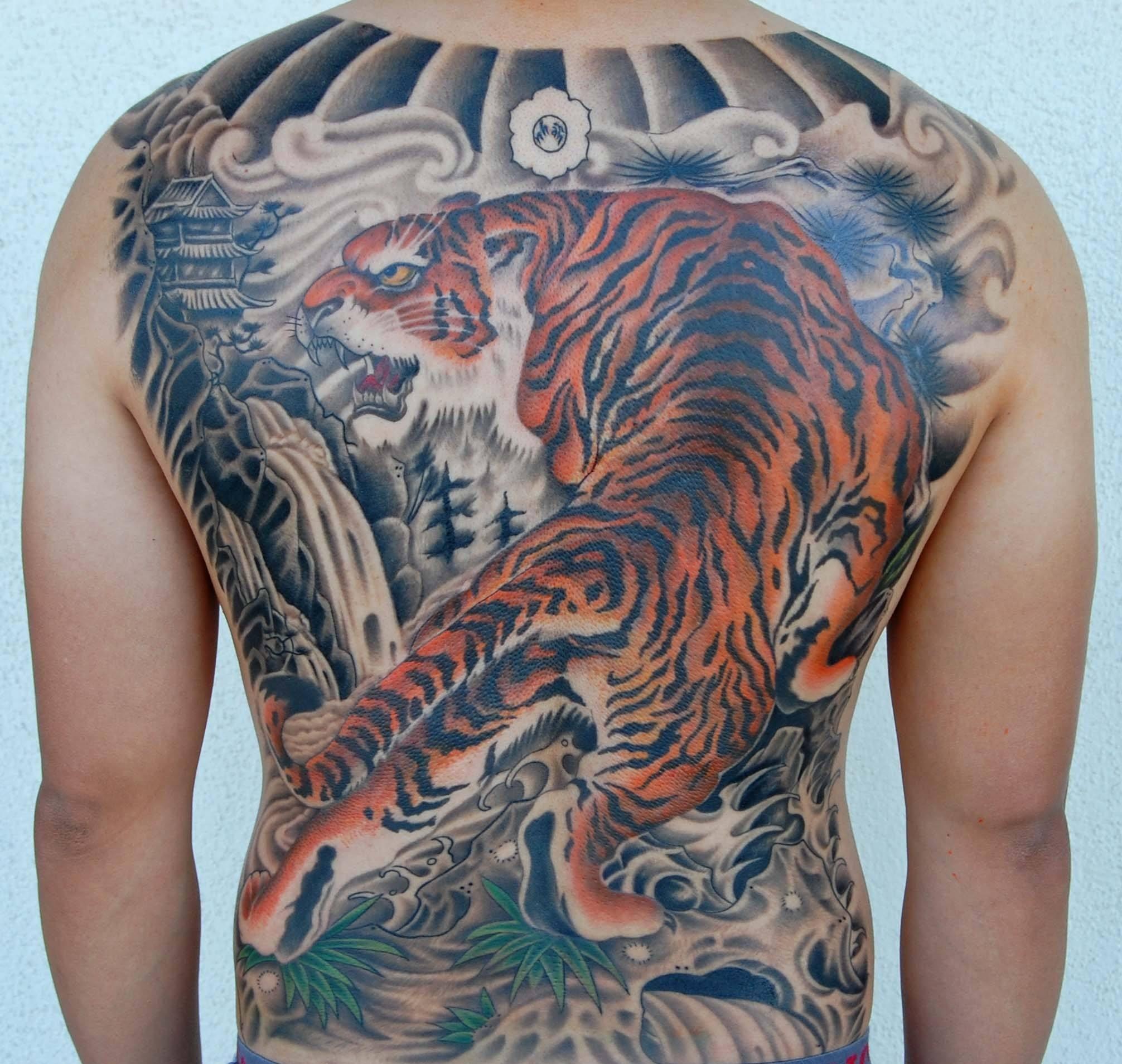 上山虎-下山虎-含义_中国十大不能纹的纹身,这些邪门的纹身图案硬要纹会有什么 ...