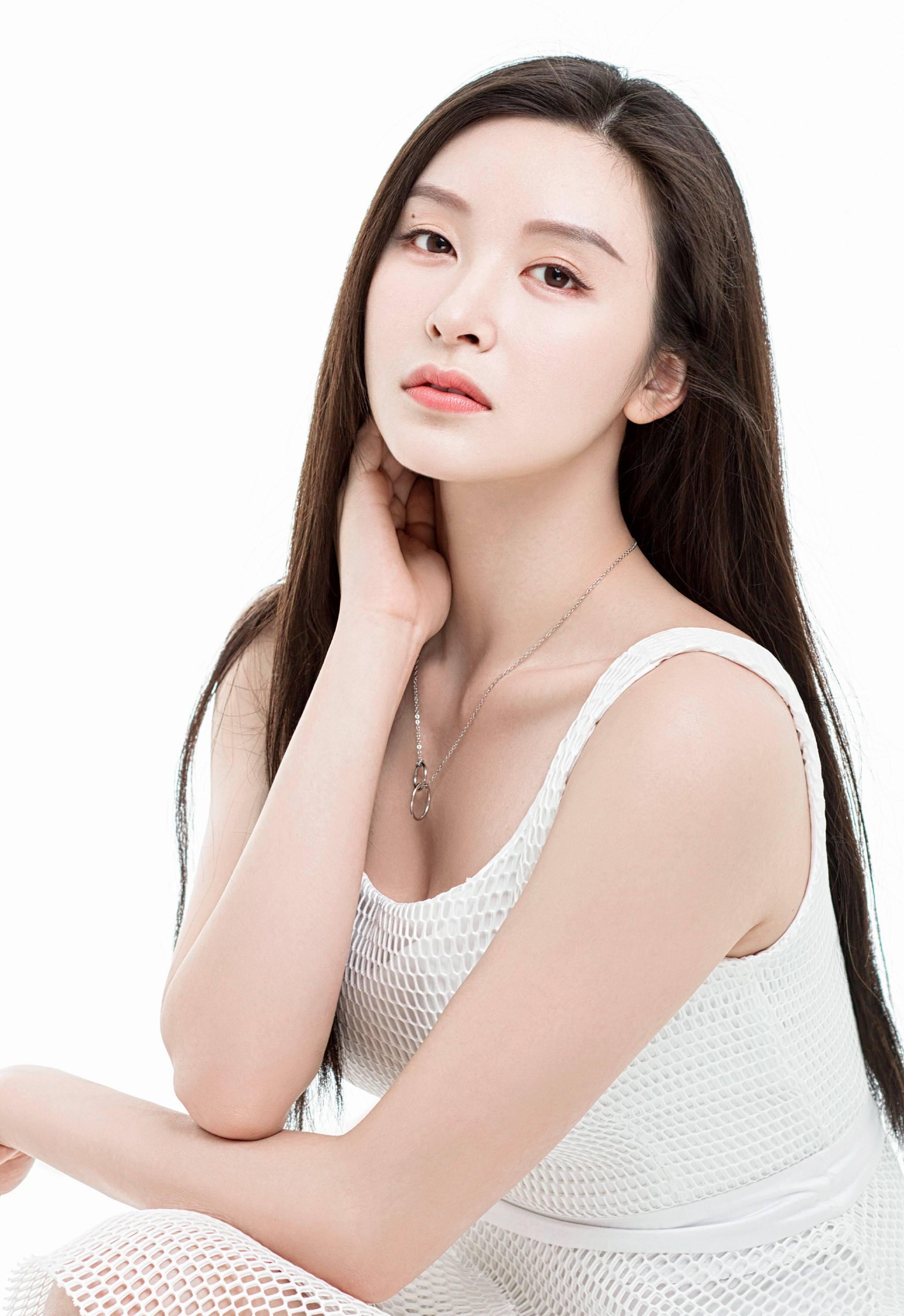 甜蜜暴击程亚楠扮演者李萌萌是谁演过哪些戏?微博个人资料长发照图片