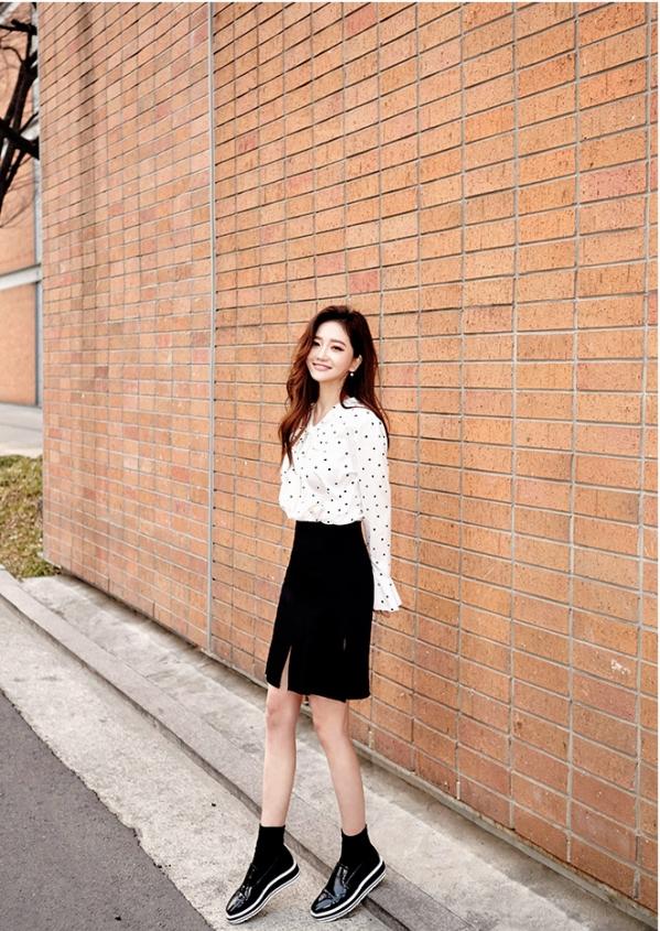牛仔短裤怎么配鞋子_白色波点衬衫怎么搭配图片 教你如何穿出夏日复古小清新_天涯 ...