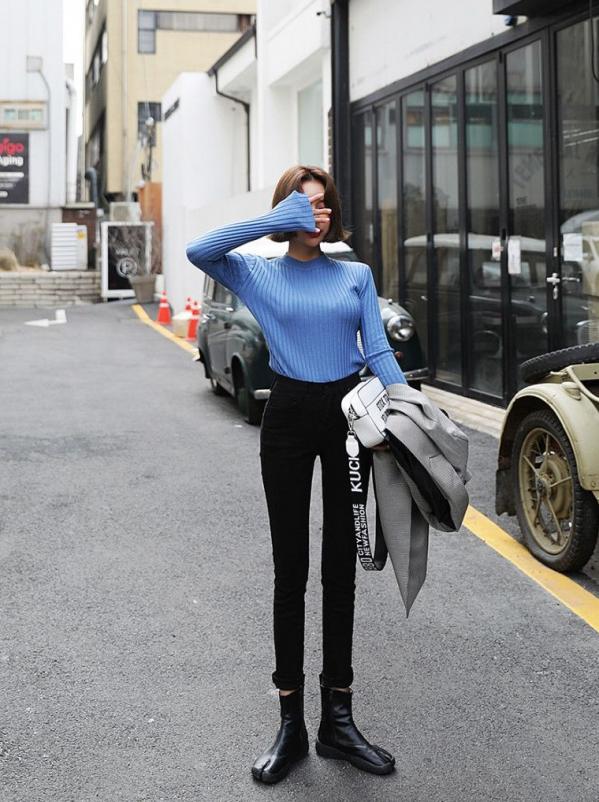 女蓝色格子衬衫搭配_浅蓝色上衣搭配图片配什么裤子好看 清新优雅的穿搭look_天涯八卦网