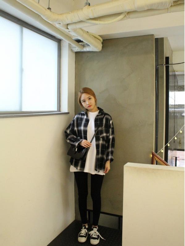 黑白格子上衣配什么裤子怎么搭配图片 清新文艺的时尚休闲范儿