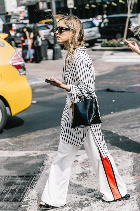 黑白条纹衬衫怎么搭配裤子图片 这些单品轻松演绎时尚经典