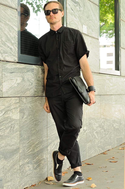 男士黑色衬衣搭配图片配甚么裤子美不美观 时髦有型又成熟帅气