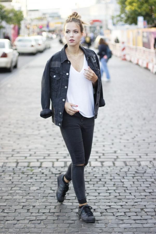黑牛仔外套搭配图片女配什么裤子好看 这样穿时尚又帅气