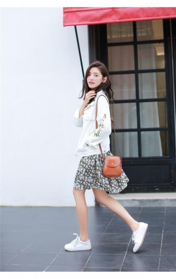 打底裙怎么搭配外套_白色外套配什么颜色的打底衫搭配图片 女生这样穿更加优雅时尚 ...