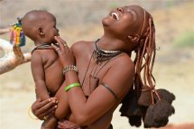 非洲辛巴族女人从不洗澡身上污垢N层厚 男女关系混乱到难以启齿!