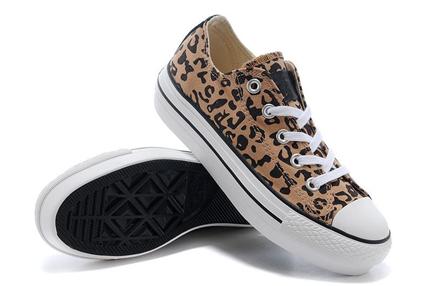 水瓶座:动物纹帆布鞋