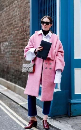 粉红色大衣如何搭配_粉色大衣搭配什么颜色鞋子好看 秋冬粉色大衣穿出不同