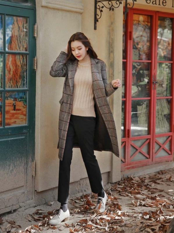 格子大衣里面怎么搭配图片配什么裤子 秋冬少不了格子大衣