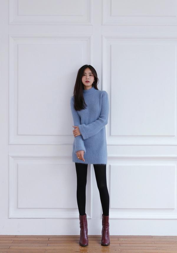 浅蓝色针织衫配什么颜色裤子好看 秋季穿浅蓝清新又少女