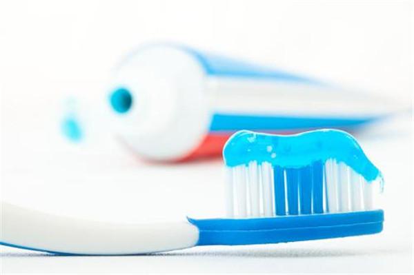 牙膏加一物可快速祛斑是真的吗,用什么土方法可以祛斑呢