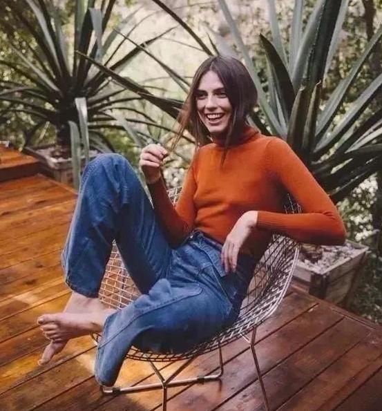 高领毛衣怎么穿好看配什么外套女 高领毛衣不止是保暖