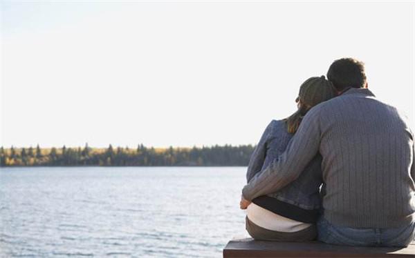 让男生感动到哭的留言安慰短信 这几个特点暴露了男人很累了
