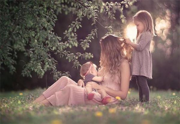 重庆哺乳照拍摄呼吁母乳喂养还有哺乳假 最美明星的哺乳照