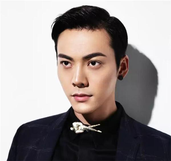 陈伟霆的眉毛叫什么眉是不是纹的 男人最好看