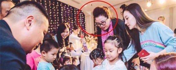 甜馨长大后的样子图片 甜馨近照生日宴不见贾乃亮干嘛去了