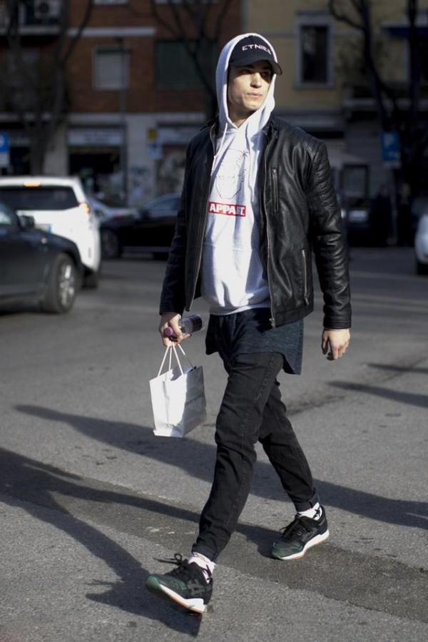男生潮流牛仔裤_男生黑色牛仔裤配什么上衣好看 黑色牛仔裤就是这么百搭_天涯 ...