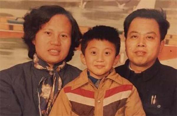 邓超的爸爸是谁家庭成员都有谁 邓超为了小花决定息影多久?