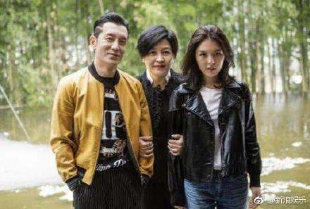 李咏老婆哈文的简介婚史,李咏和哈文的爱情,李咏怎么追求哈文的