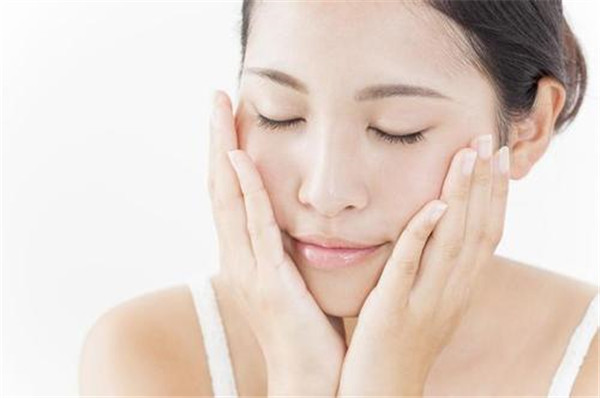 敷面膜前要用爽肤水吗,敷面膜前后的正确步骤是什么