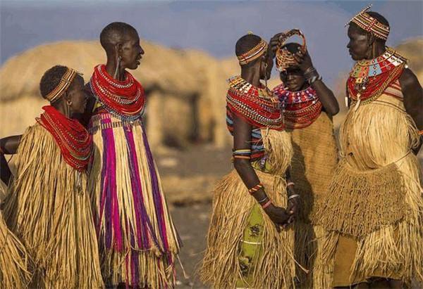原始女人_探秘非洲原始部落女人生活图片 不洗澡不穿衣还有哪些