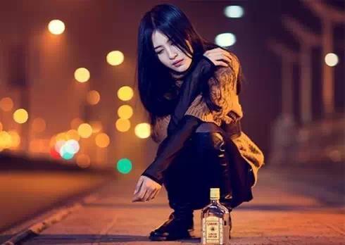 拿着你给你的照片_女人醉酒的图片大全被占便宜 女人醉酒照片大全_天涯八卦网