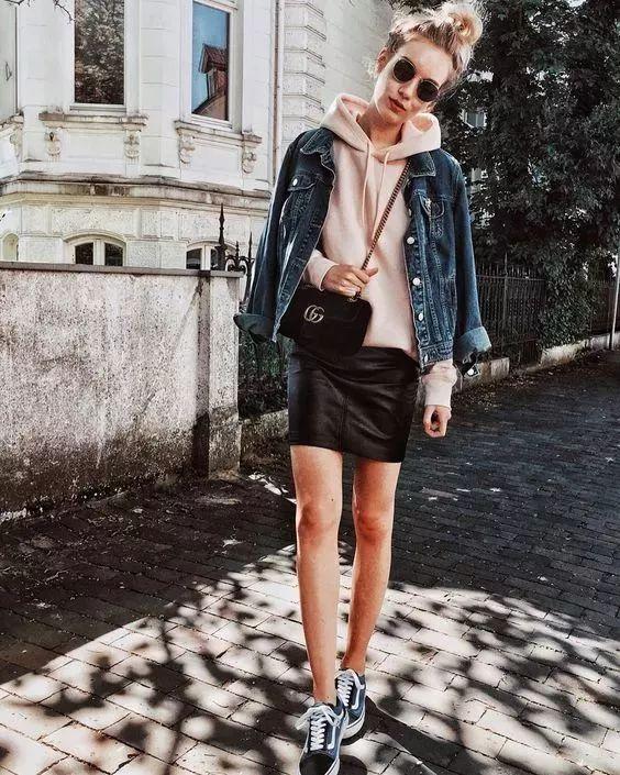 卫衣搭配什么外套_粉色卫衣搭配什么外套好看图片 秋冬粉色卫衣内搭也时髦