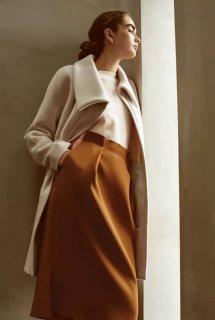米色大衣怎么搭配好看配什么内搭 女生米色大衣里面这样穿