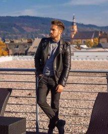 男士黑色皮衣搭配图片配什么裤子好看 皮衣穿出不同风格