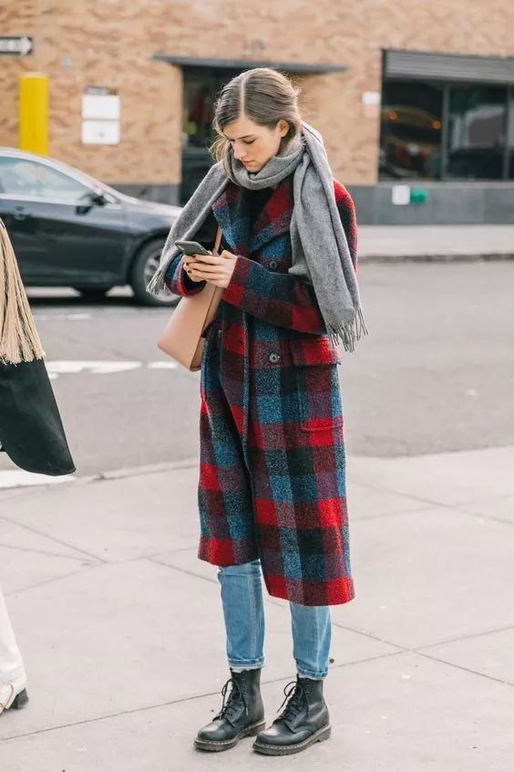 女生毛呢大衣配什么鞋子好看图片 毛呢大衣配雪地靴最保暖