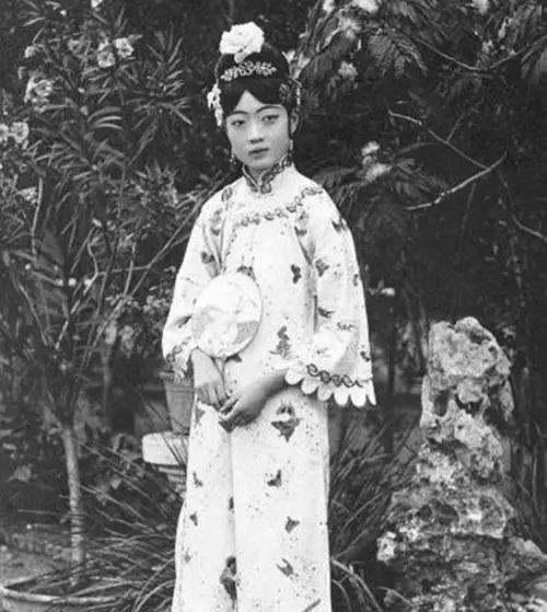 婉容皇后照片真漂亮,末代皇后婉容的一生是怎么度过的