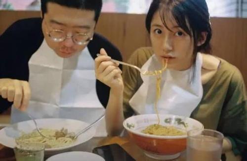 扒一下李诞和黑尾酱 黑尾酱是日本人吗为什么总在日本图片