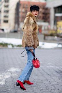 红色短靴搭配衣服图片怎么搭配裤子 冬季在人群中闪耀吧