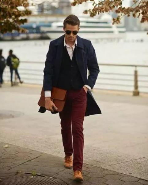 酒红色裤子配什么鞋子好看搭配图片 男士如何穿酒红色裤子
