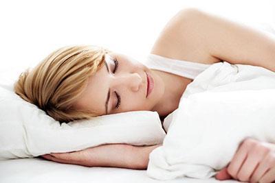 裸睡的六大好处有哪些 看完这个你就知道为什么别人喜欢裸睡了