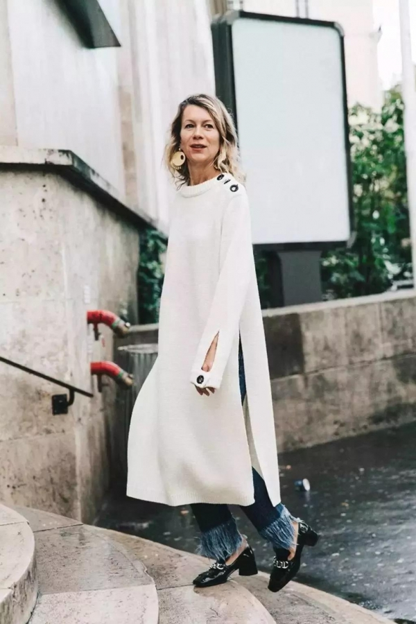 冬天针织长裙搭配什么鞋子好看图片 配运动鞋就很时髦
