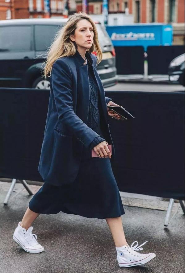 冬天针织裙怎么搭配图配什么外套好看 针织裙展现温柔魅力