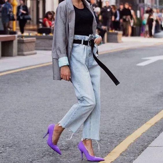 女灰色西装配什么颜色鞋子配什么裤子 打造高级感春日着装