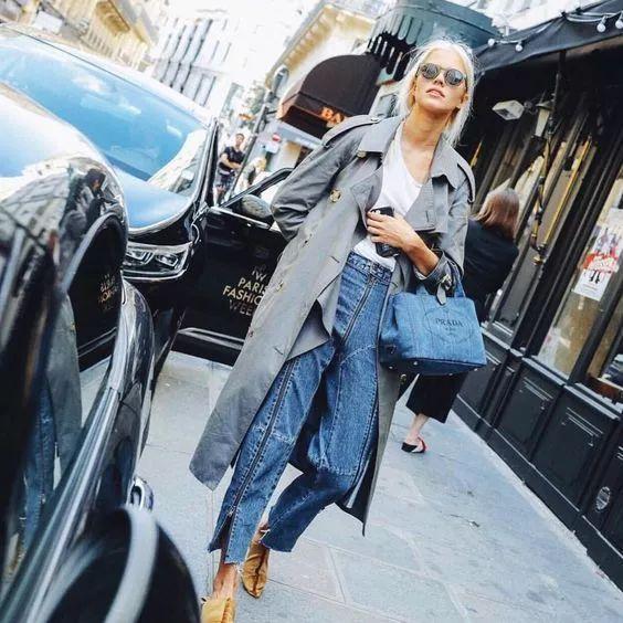 灰色风衣怎么搭配好看配什么裤子女 穿浅灰色风衣气质满满