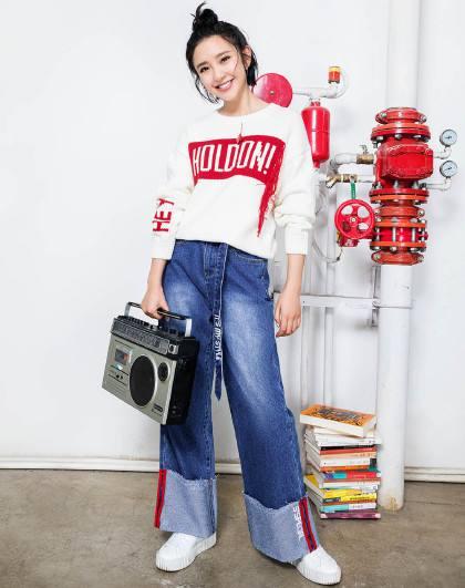 2019新款牛仔裤怎么穿最网红?明星达人带你玩转时尚新潮流