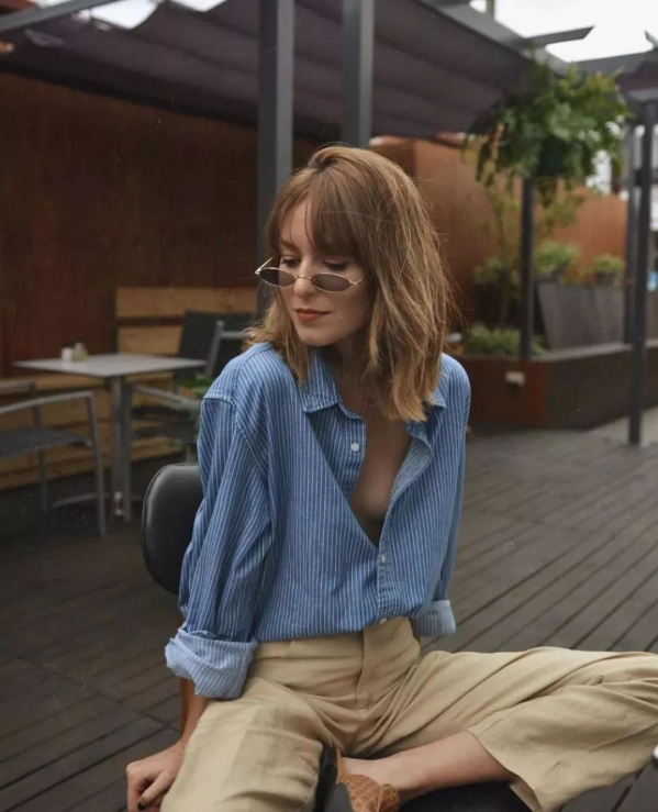 女条纹衬衫配什么裤子好看 春季穿搭一定少不了条纹元素