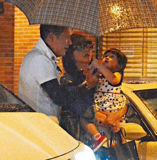 为何说霍汶希女儿像谢霆锋近照,霍汶希孩子的父亲贺丹青是谁照片