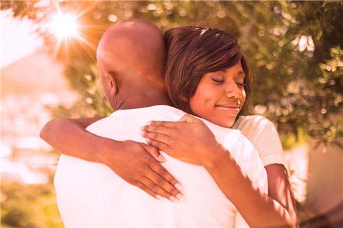 男生会随便叫老婆吗什么含义 如果一个男生喊你老婆该怎么回答他