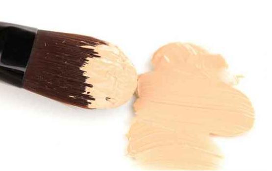 美妆蛋和刷子哪个好用 涂粉底液美妆蛋好还是刷子好