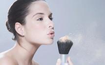 怎么用粉底刷上妆 粉底刷的正确用法 用粉底刷之前要打湿刷子吗