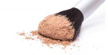 蜜粉和散粉有什么区别定妆哪个好用 日常妆散粉和蜜粉哪个好