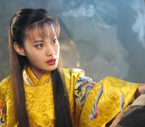 杨雪和杨颖是什么关袭敜得好像 杨颖真的是照着杨雪整的吗对比图